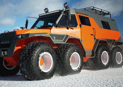 Unstopable massive 8 wheel drive Russian ATV